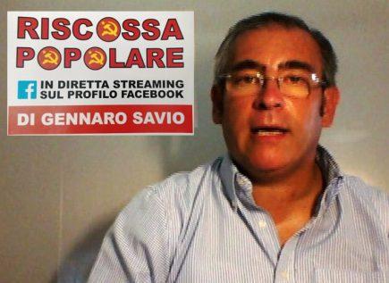 GENNARO SAVIO CON ALLE SPALLE IL LOGO DELLA TRASMISSIONE RISCOSSA POPOLARE