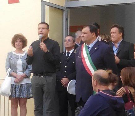 """Caro Don Luigi Merola, i genitori di Casamicciola hanno rivendicato il diritto dei loro figli a non essere sfrattati dal """"Manzoni"""""""