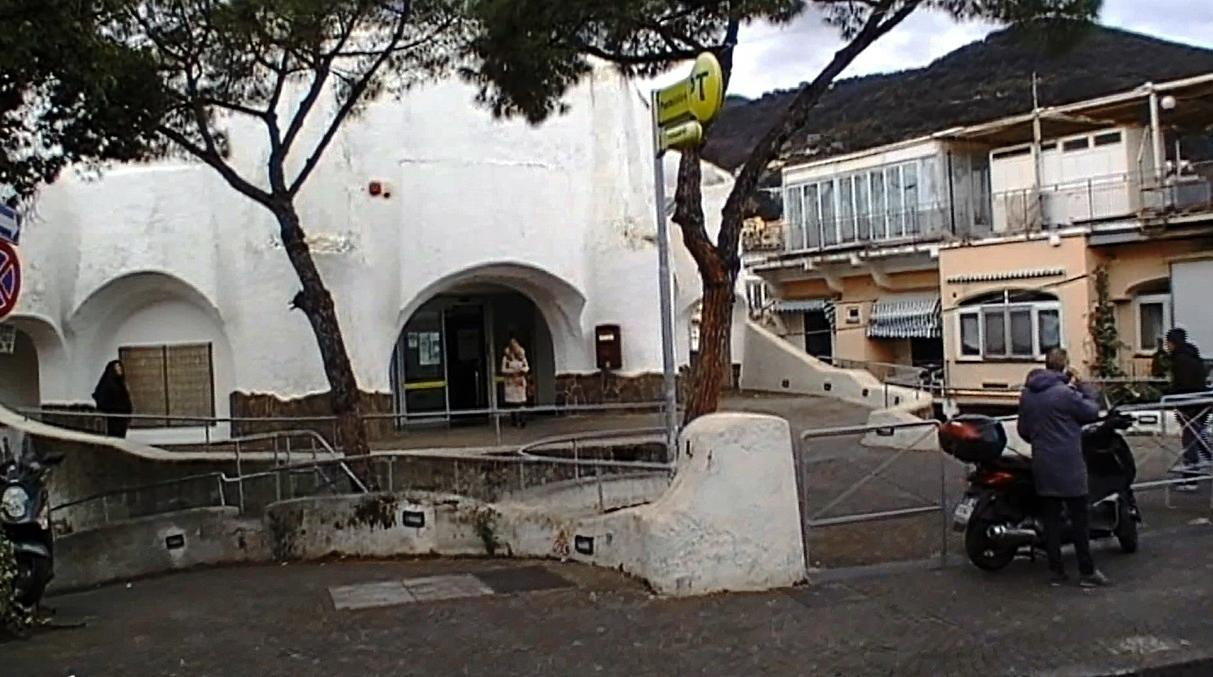 A ischia si scende in piazza contro il mancato recapito for Recapito postale